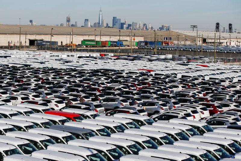 世界の小型車生産見通し下げ、半導体不足や供給問題で=IHS