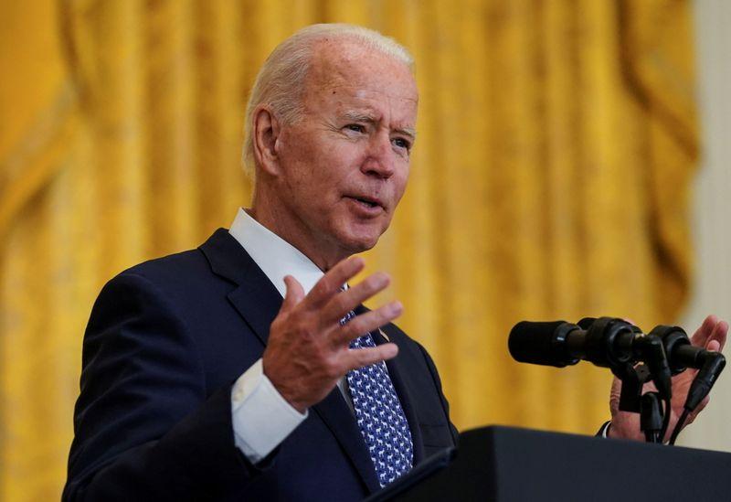Aprobación de Biden en EE.UU. cae al mínimo de su presidencia