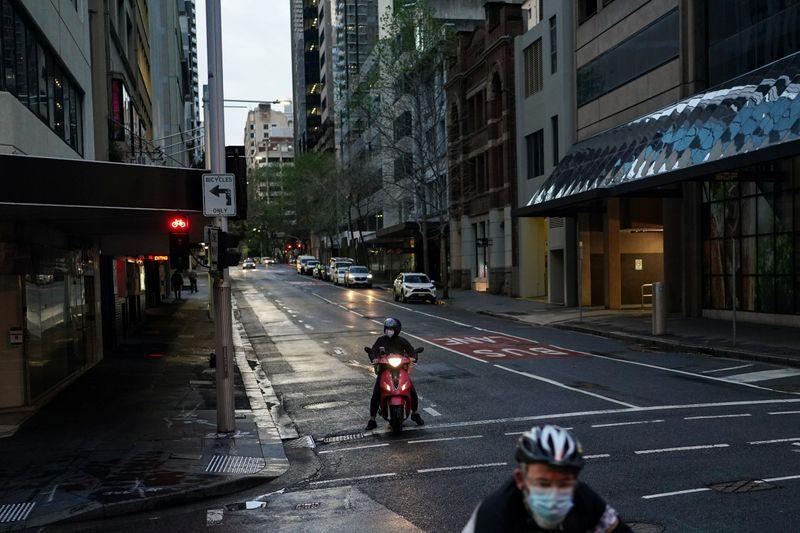 Sydney pilots home quarantine as Australia looks to reopen border