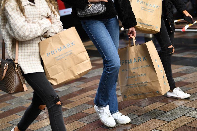 英小売売上高、8月は前月比0.9%減 マイナス続く