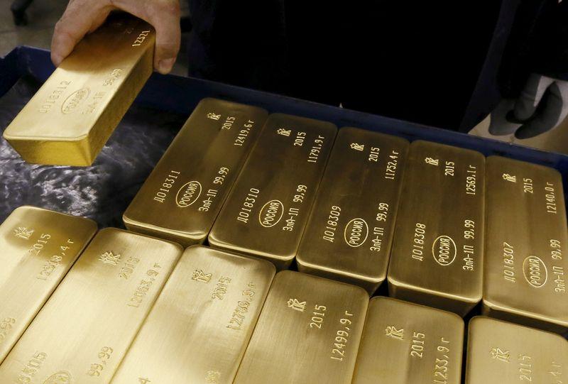 Oro recupera parte de sus pérdidas, inversores esperan reunión de la Fed