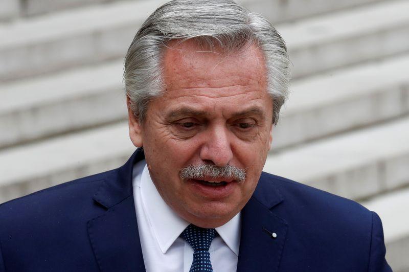 Presidente argentino hace cambios en Gabinete tras días de crisis política