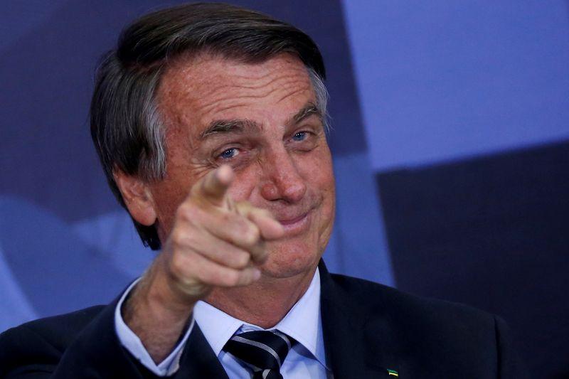 Bolsonaro diz que foi colocado por Deus na Presidência e só ele pode tirá-lo