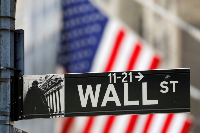 © Reuters. FILE PHOTO: A street sign for Wall Street is seen outside the New York Stock Exchange (NYSE) in New York City, New York, U.S., July 19, 2021. REUTERS/Andrew Kelly