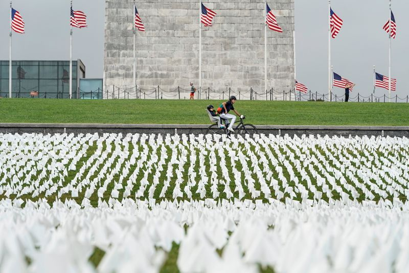 COVID-19 victims remembered on Washington's National Mall with 650,000 white flags
