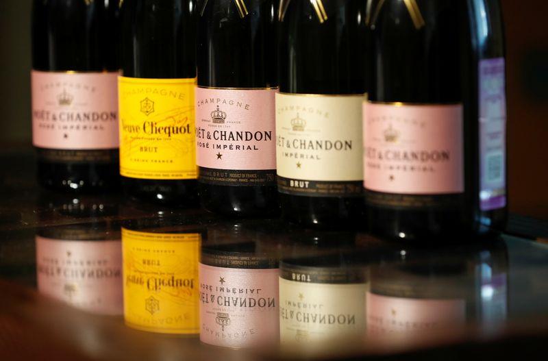Paris Et Moscou S'Entendent Pour Discuter De Leur Différend Sur Le Champagne