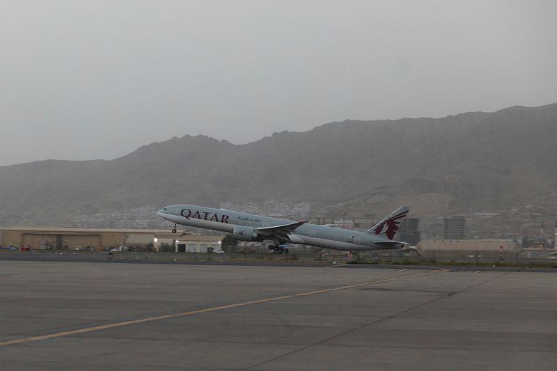 Nouveau vol d'évacuation d'Afghanistan vers le Qatar, des Français à bord