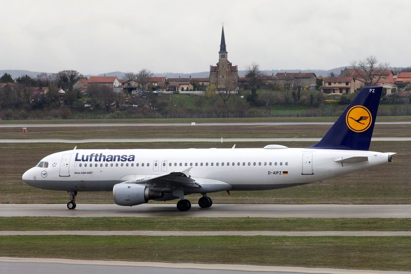 Lufthansa launches $2.5 billion capital increase to repay state bailout