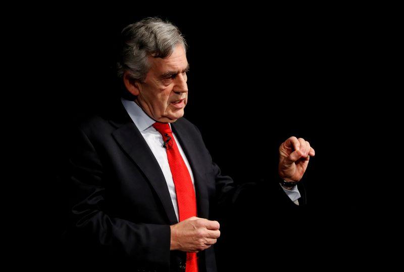 رئيس وزراء بريطانيا الأسبق براون يطالب بتسليم لقاحات كورونا المخزنة للدول الفقيرة