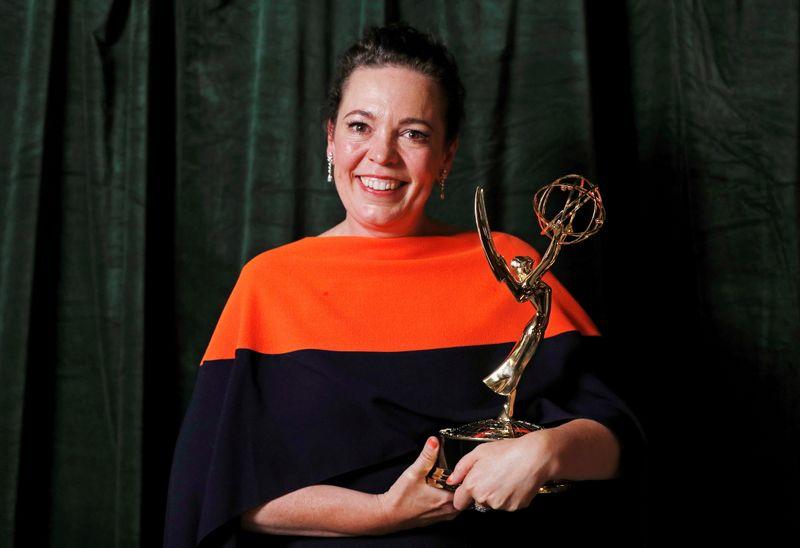 米エミー賞、英女王描いた「ザ・クラウン」が作品賞など11冠