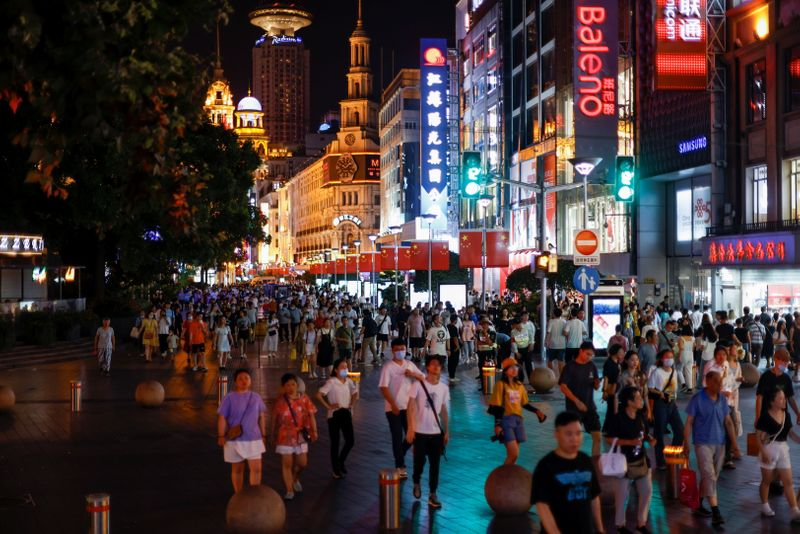 中国上海市、「免税経済」構築を計画 消費促進へ
