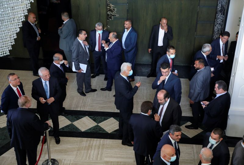 حكومة لبنان تنال ثقة البرلمان على وقع انقطاع الكهرباء