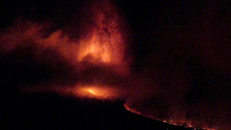 El Gobierno canario estima que la lava llegará al mar de La Palma en torno a las 20 horas