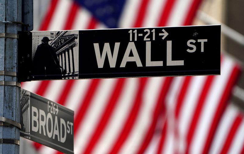 Wall St recua com preocupações sobre crescimento e foco no Fed