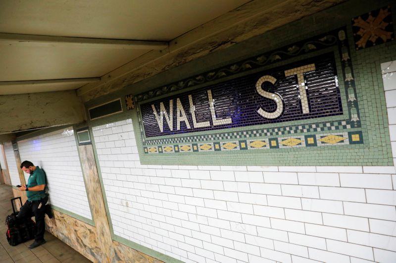 Wall Street cierra con una caída fuerte y generalizada