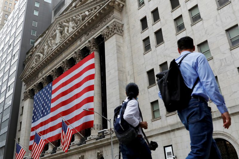 НЕДЕЛЯ НА УОЛЛ-СТРИТ-Недооцененные акции или акции роста? Инвесторы делают ставку и на то, и на другое