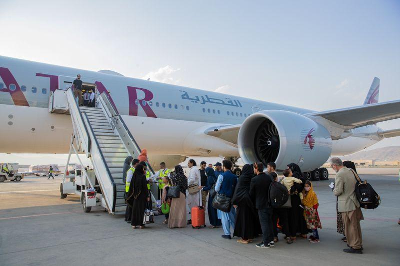 أمريكا تقول طائرة قطرية تقل 21 أمريكيا و48 يحملون إقامات دائمة غادرت كابول الأحد