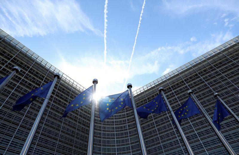 الاتحاد الأوروبي يرحب بتخفيف الولايات المتحدة قيود السفر