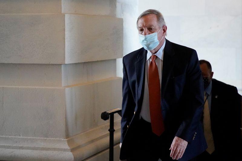 Senators urge U.S. Justice Dept to prosecute unruly air passengers