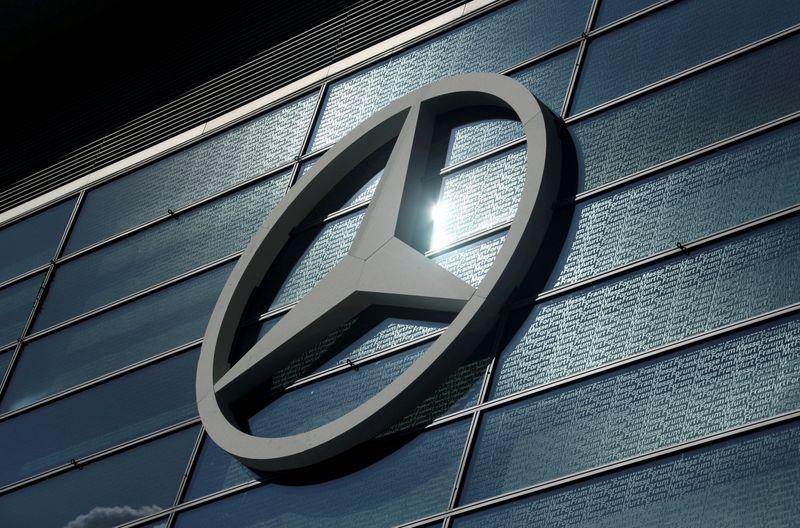 BMW, Daimler sued for refusing to tighten carbon emissions targets - Handelsblatt