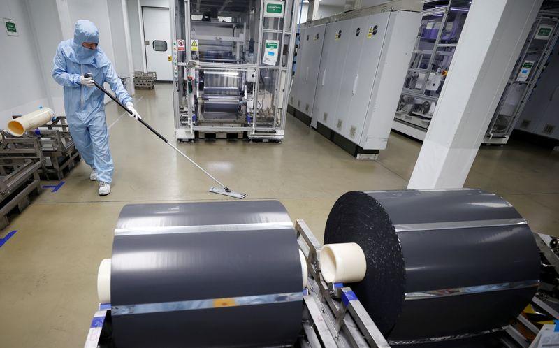 UK manufacturing orders gauge hits record high in September: CBI