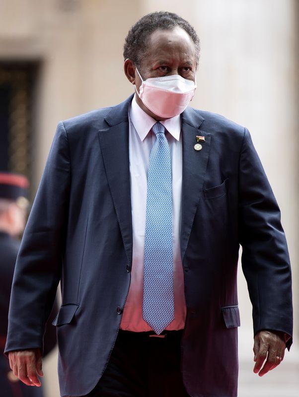 رئيس وزراء السودان: مدبرو الانقلاب من داخل الجيش وخارجه
