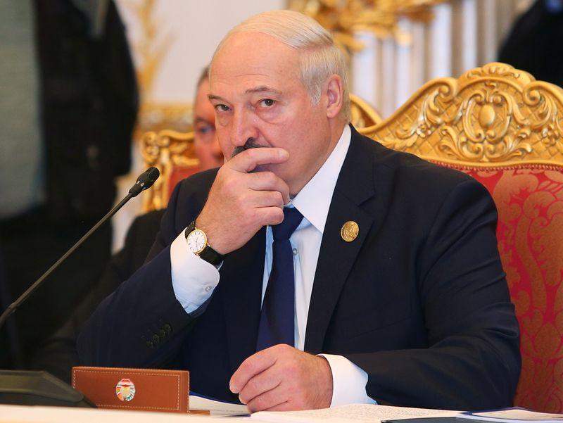 Лукашенко на следующей неделе планирует обсудить передачу части президентских полномочий -- БелТА