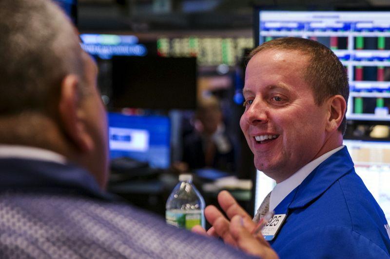 Wall Street ouvre dans le vert, la menace Evergrande jugée limitée