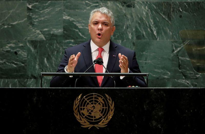 Desigualdade de vacina expõe humanidade a variantes, diz presidente colombiano