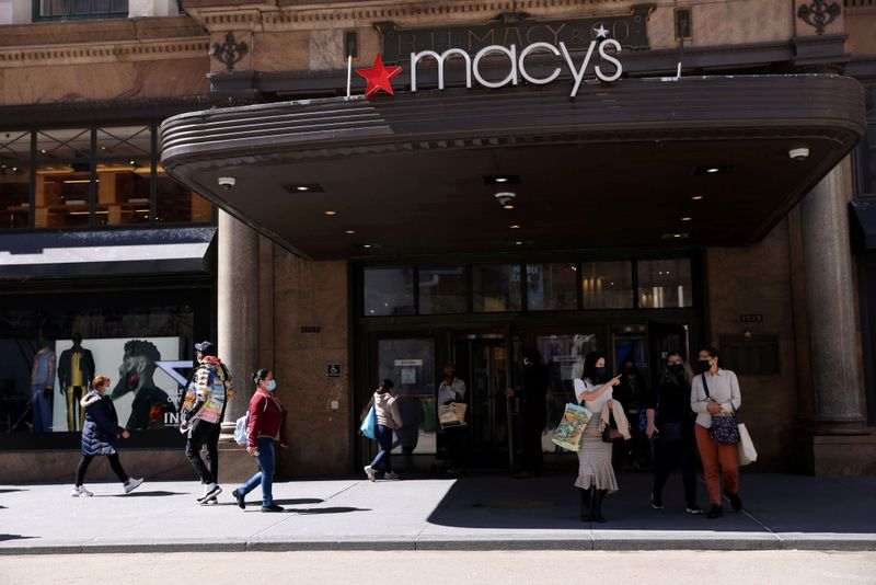 Macy's to hire 76,000 workers for holiday shopping season