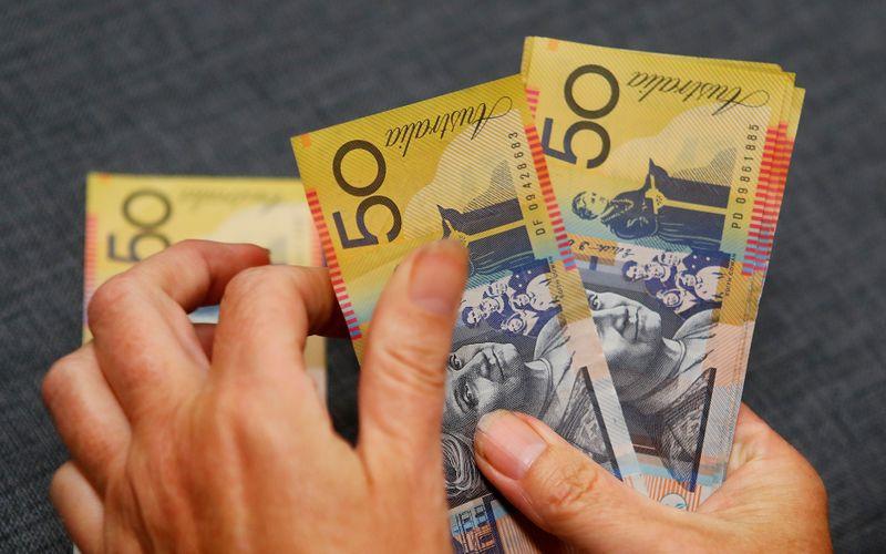 Австралийский доллар растет, облегчение ситуации с Evergrande поднимает настроение инвесторов