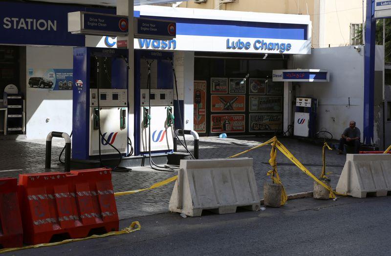 لبنان يرفع أسعار البنزين ومصدر يقول إنها محددة حسب منصة المصرف المركزي