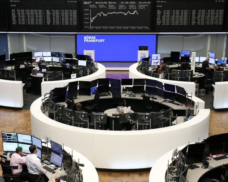 Европейские акции в плюсе благодаря снижению опасений вокруг Evergrande, турсектору