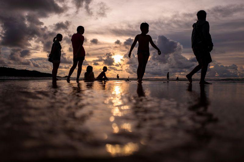 タイ、外国人観光客の受け入れを11月に延期 バンコクなど