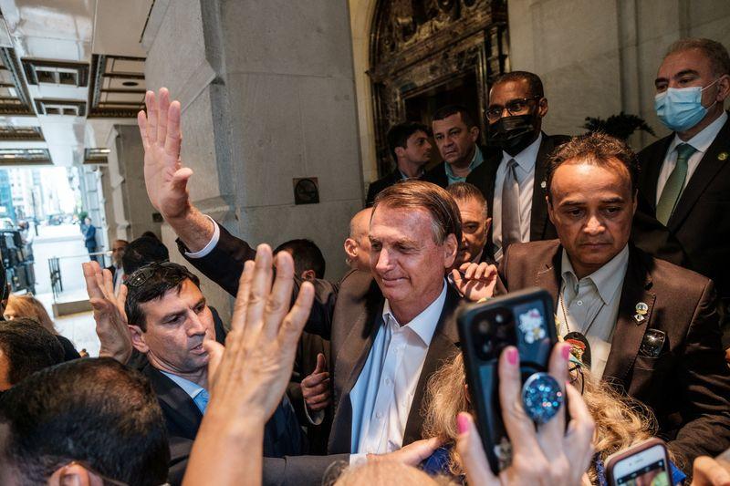 Anvisa recomenda isolamento a Bolsonaro e comitiva após volta de NY