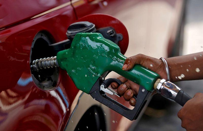 Нефть поднялась до максимума с июля на фоне тревог о предложении