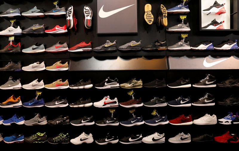 Nike no cumple estimaciones de ventas y destaca costos de flete antes de temporada navideña