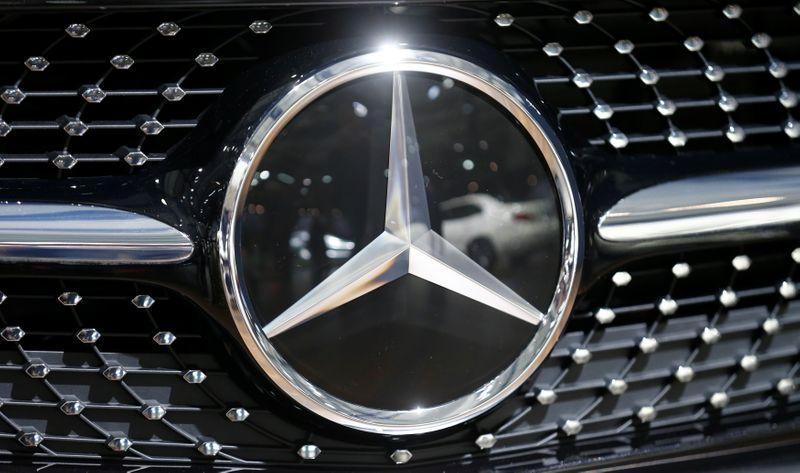 Mercedes-Benz entra in jv europea batterie accanto a Stellantis e TotalEnergies