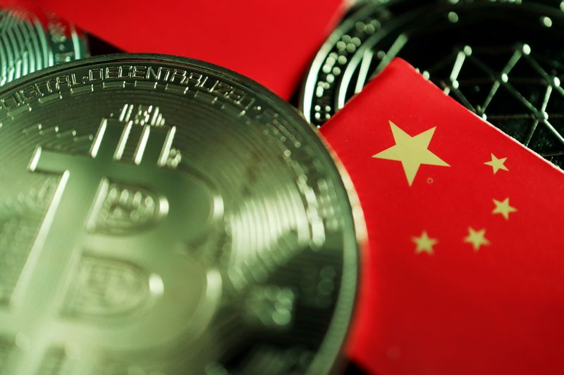 © Reuters. FILE PHOTO: A Chinese flag is seen among representations of Bitcoin and other cryptocurrencies in this illustration picture taken June 2, 2021. REUTERS/Florence Lo/Illustration/File Photo