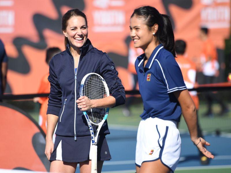 Duquesa Kate se encontra com nova rainha britânica do tênis Raducanu