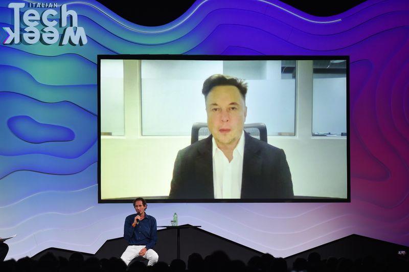 Novas fábricas de semicondutores vão acabar com escassez de chips em 2022, diz Musk