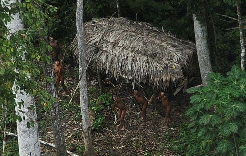 Barroso proíbe entrada de missões religiosas em terras de índios isolados