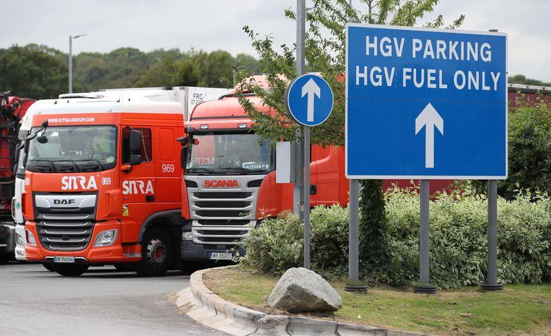 Confrontée à une pénurie de routiers, Londres prête à des assouplissements