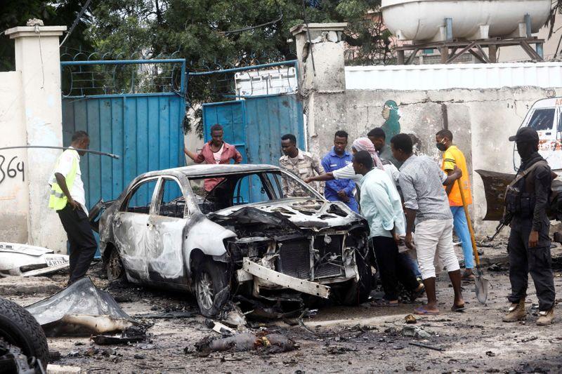 الشرطة: مقتل ما لا يقل عن 8 في تفجير انتحاري بسيارة ملغومة في مقديشو