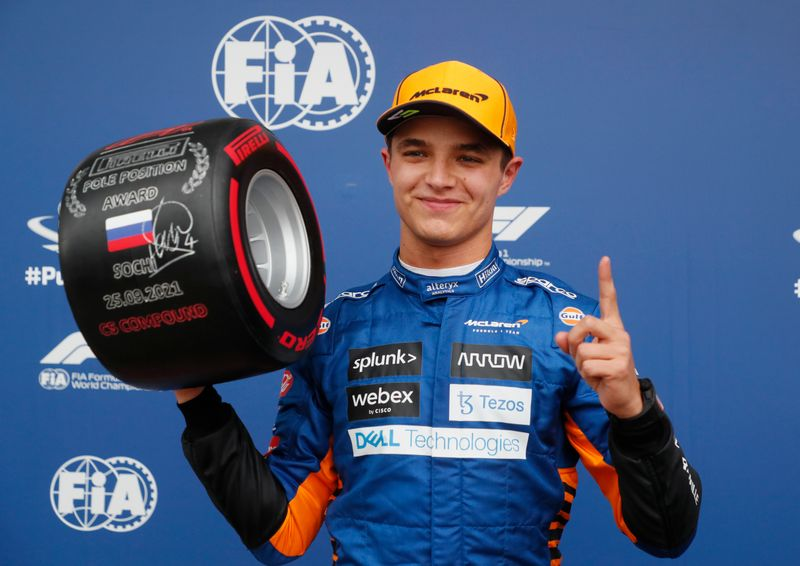 Norris logra primera 'pole' en Fórmula 1, Hamilton choca con un muro