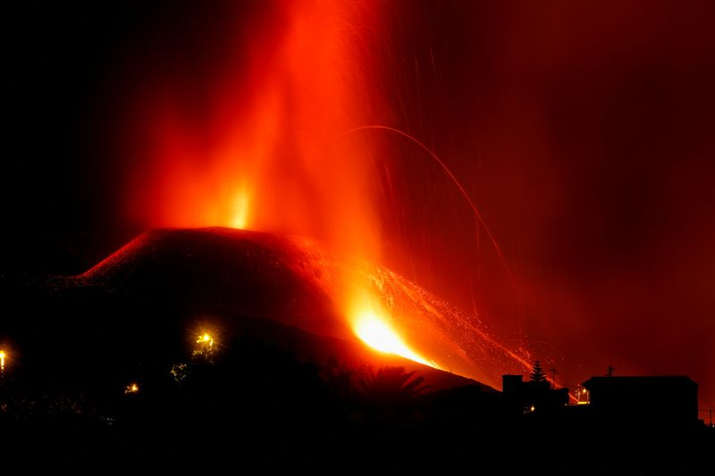 Airport closed as La Palma volcano eruption intensifies