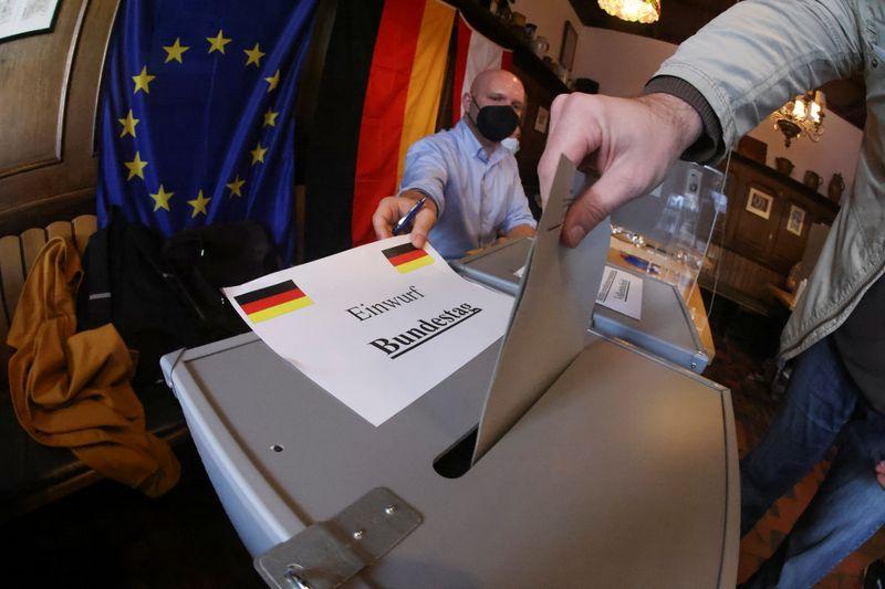Socialdemócratas alemanes vencen a conservadores en elección para decidir a sucesor de Merkel