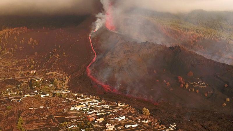 Aeropuerto de La Palma reabre, pero vuelos siguen cancelados mientras continúa erupción volcánica