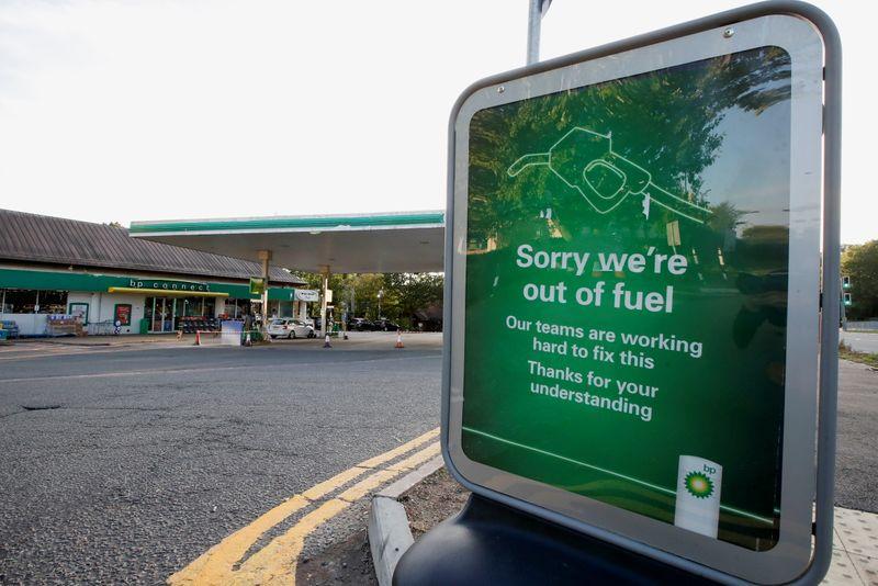 BP dice que casi un tercio de sus estaciones de servicio en Reino Unido están sin combustible