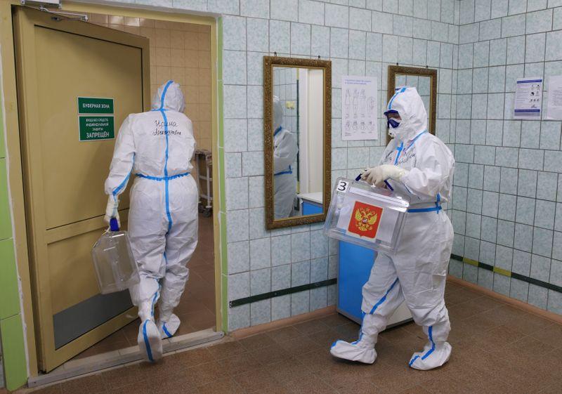 Число новых случаев коронавируса в РФ составило 22.236